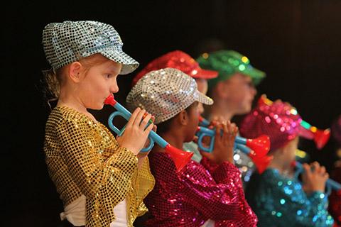 glittery-trumpet-players