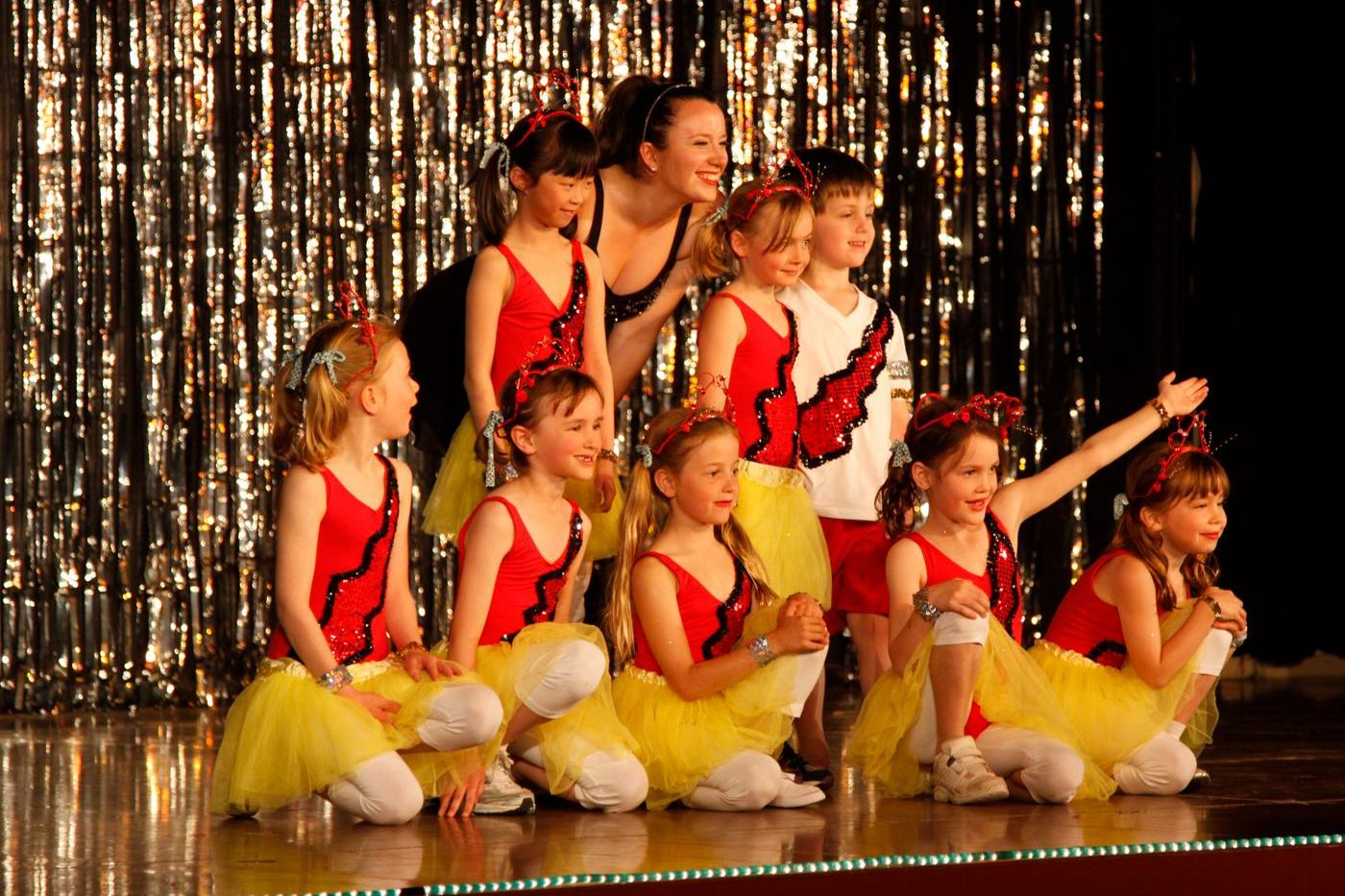 concert kids pose